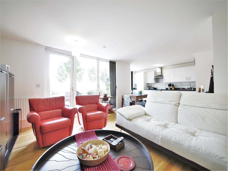 London | Price : 799950 | Bedrooms : 3